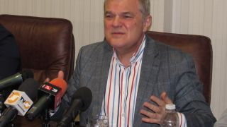 Борисов лъже за контрабандата при цигарите, според Румен Петков