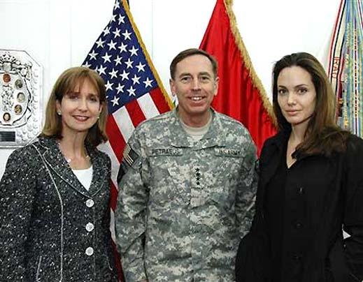 Анджелина Джоли се срещна с пострадали от войната в Ирак