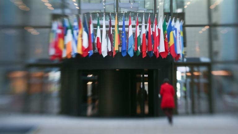 Брюксел продължава да наблюдава съдебната реформа и борбата с корупцията
