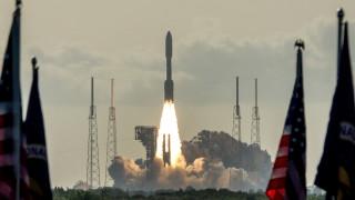 НАСА изстреля апарат към Марс в търсене на доказателства за древен живот