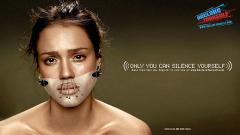 Джесика Алба призовава американците да гласуват в стряскаща рекламa (галерия)
