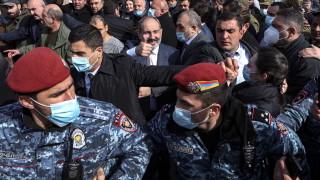 В Армения военните настояха за оставката на премиера, той уволни началника на Генщаба