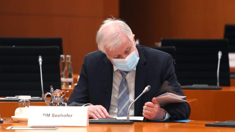 Германският вътрешен министър Хорст Зеехофер предупреди за нарастващ брой мигранти,