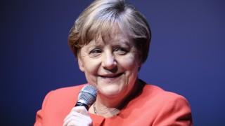 Обрат в позицията на Меркел - вече не е противник на гей браковете