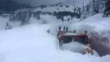 Стотици селища остават в снежен капан, нямат ток и вода