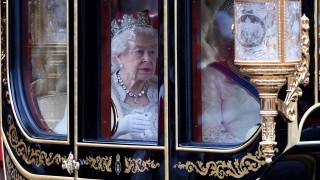 Елизабет II каза сбогом на кожата