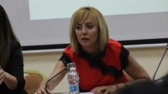 Манолова е доволна от нетърпимостта към работодатели, неплащащи заплати