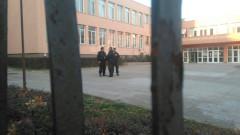 Хванаха маскираните и въоръжени младежи, нахлули в столична гимназия