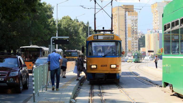 """Катастрофа пред """"Пирогов"""" блокира движението на трамваите"""