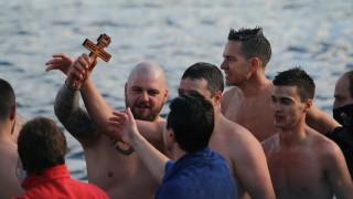 Спасилият кръста в София пожела всички да свалим маските
