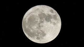 НАСА засече два кораба до Луната