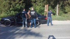 Хванаха пожарникар с няколко вида дрога