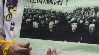 """Разкриха как Китай """"промива мозъците"""" на уйгурите в затворите"""