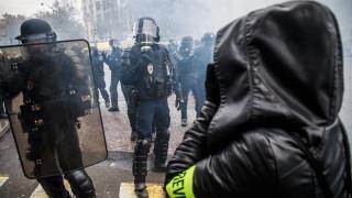 """Полицията в Париж задържа 33 души на протестите на """"жълтите жилетки"""""""