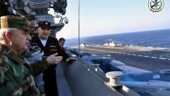 """Британски разрушител и фрегата държат """"изкъсо"""" руския самолетоносач"""