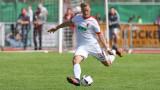 Борусия (Дортмунд) и Рома ще спорят за защитник на Аугсбург