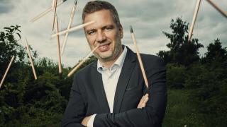 Този датчанин продава моливи, които се превръщат в растения. И печели милиони от тях