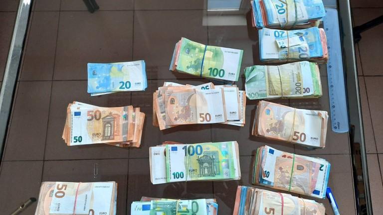 Митнически служители са открили недекларирани 100 000 евро в хладилен