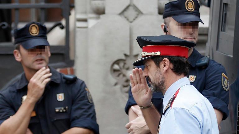 """Полицията в Каталуния с ултиматум: """"Напуснете училищата преди сутринта"""""""