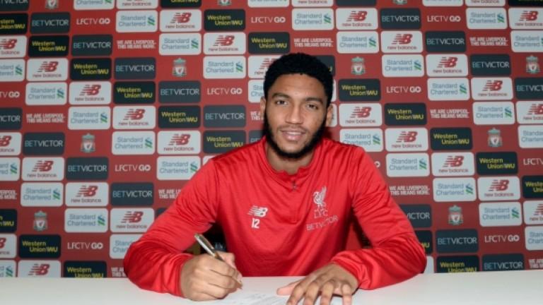 Защитникът на Ливърпул Джо Гомес подписа нов договор с клуба.