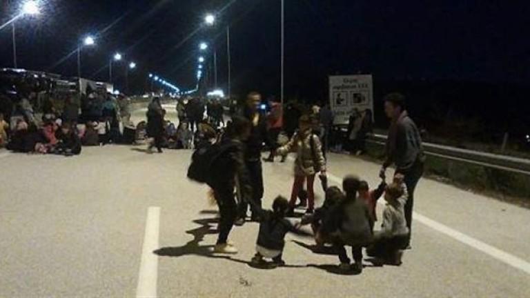 Бежанци блокираха магистрала край Солун