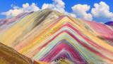 Планина с цветовете на дъгата