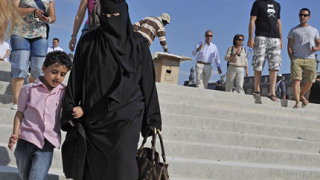 Франция подхвана жените с бурки