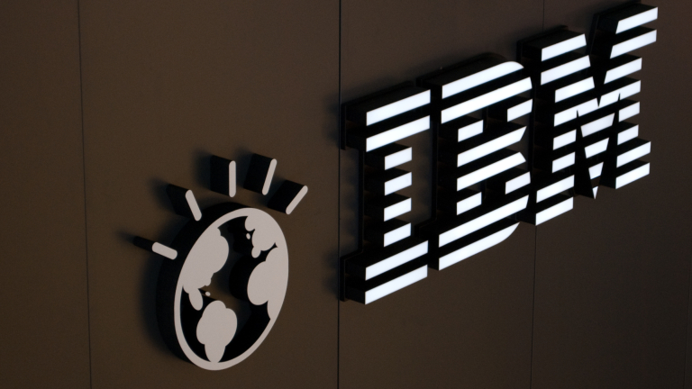 IBM отчете най-слабите си приходи от 14 години насам