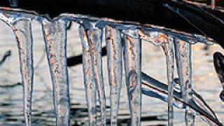 Горещ телефон за опасни ледени висулки в Пловдив и Пазарджик
