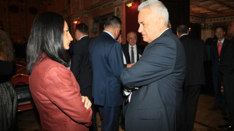 Медиите на Острова продължават, българският посланик в Англия също ги подкрепял в расисткия скандал