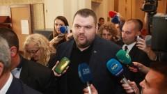 Делян Пеевски се появи в парламента
