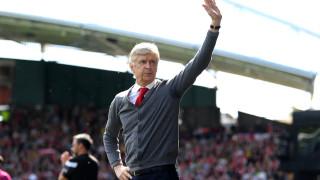 Венгер: Арсенал трябва да намери начин отново да разчита на Йозил