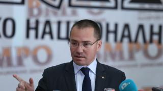 Джамбазки сигнализира за вандалски акт в РСМ спрямо знамето на България