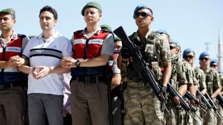 Турската полиция арестува над 300 войници за връзки с Гюлен