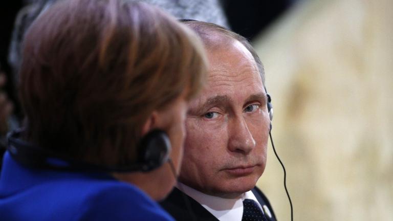 Путин и Меркел обсъдиха транзита на газа през Украйна