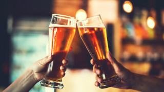 Ето как най-бързо да охладим топлата бира (ВИДЕО)