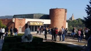 Художници питат Кунева защо унищожава специалност скулптура във ВТУ