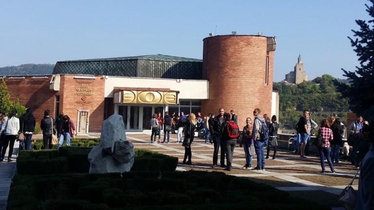 Великотърновският университет има пари до октомври месец