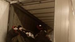 Властите в Гърция предупреждават тираджиите да дебнат за скрити мигранти
