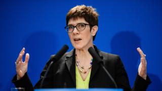 """Наследничката на Меркел е против """"кръстоносните походи"""" срещу дизела в Германия"""