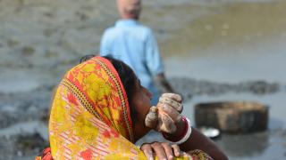 Пандемията може да тласне 115 млн. души в крайна бедност през 2020 г.