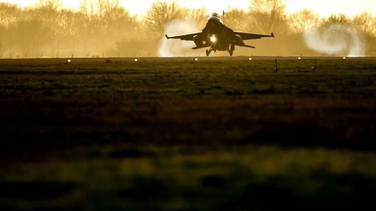 Снимка: Продължават авиоударите на Запада в Сирия
