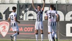 Локомотив (Пловдив) подписва с още трима до часове