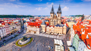 Чехия иска да увеличи пенсиите с приходи от нов данък за Google и Facebook