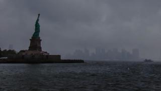 """В САЩ променят цитат от """"Статуята на свободата"""" за да спират бедни мигранти"""