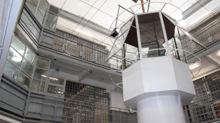 Затворник натъпка килията си с дрога, хванаха го
