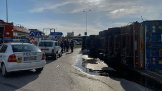 Тир падна в канавка край Пловдив