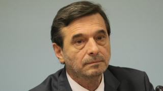 За фалшиви формуляри за трудови книжки предупреди Димитър Манолов