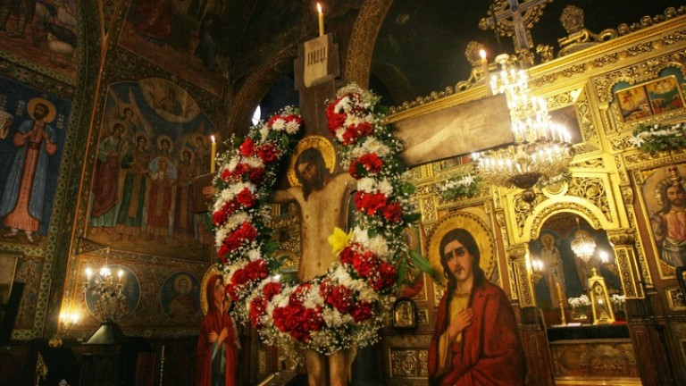 Хиляди вярващи преминаха под Светата плащаница