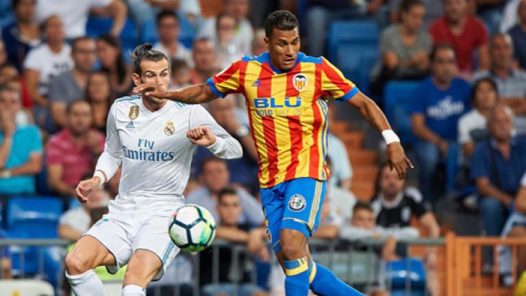 Колумбийският защитник Жейсон Мурийо вече официално е футболист на Валенсия.